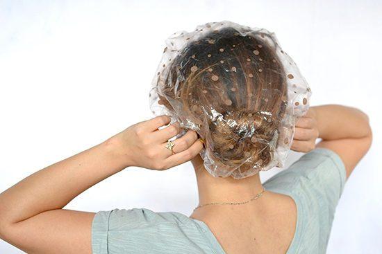 Женщина сделала маску для волос